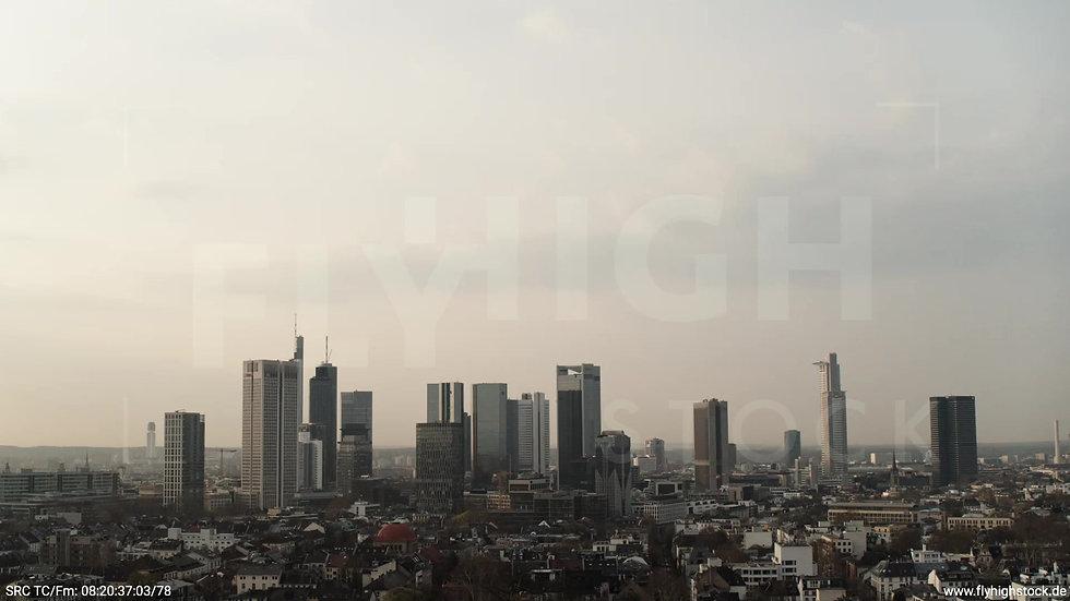 Frankfurt Grüneburgpark Zuflug Skyline morgens 15