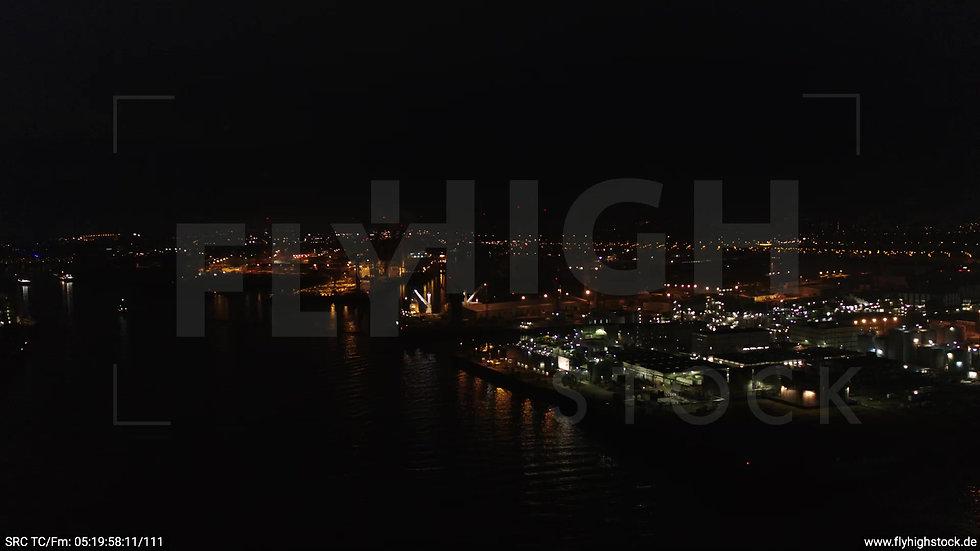 Hamburg Hafen Zuflug Industrie nachts 4