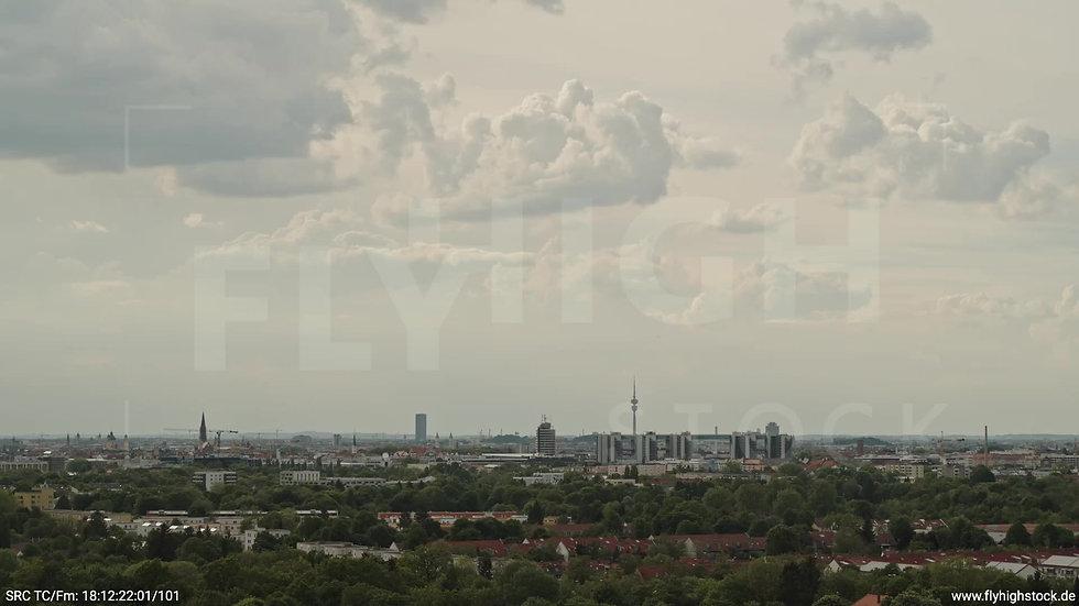 München Ostpark Skyline Parallelflug tagsüber