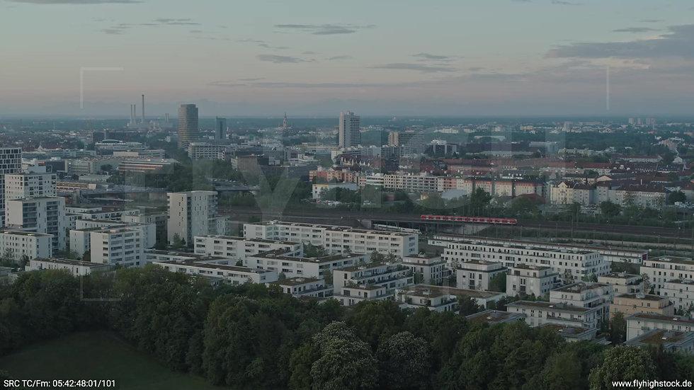 München Hirschgarten Skyline Zuflug nach unten morgens 5