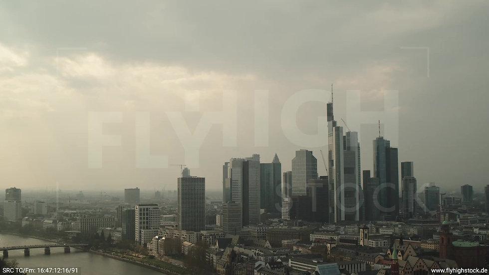 Frankfurt Alte Brücke Rückflug Skyline tagsüber 2