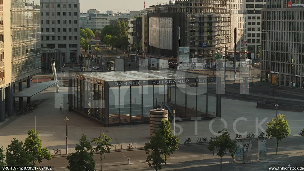 Berlin Potsdamer Platz Rückflug nach oben morgens D035_C012
