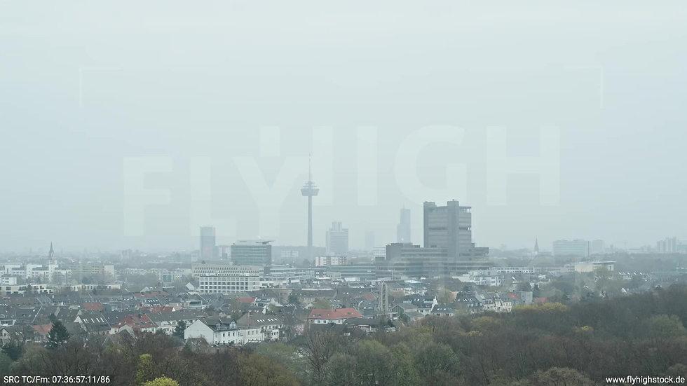 Köln Stadtwald DKV Skyline Zuflug morgens 2