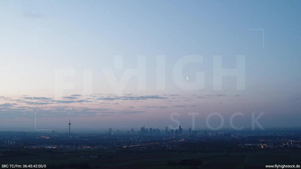 Frankfurt Skyline Zuflug morgens 3