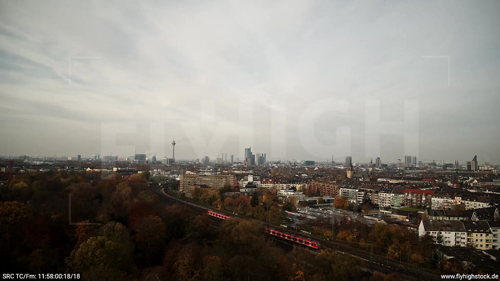 Düsseldorf Volksgarten Skyline tiefer Rückflug tagsüber F007_C005