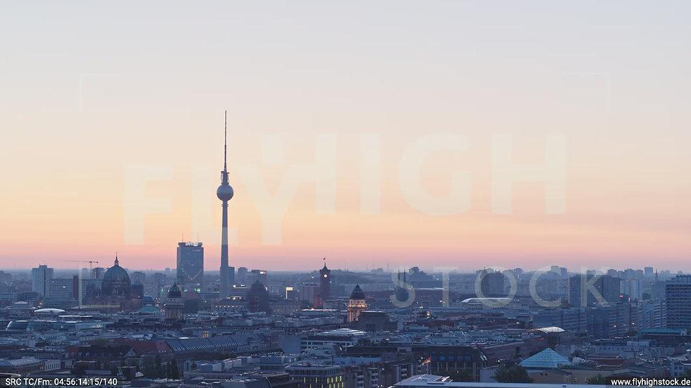 Berlin Potsdamer Platz Ost Skyline Parallelflug nach unten morgens D033_C013