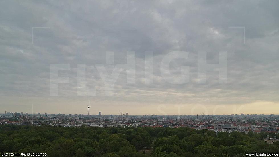 Berlin Hasenheide Skyline Zuflug morgens 11