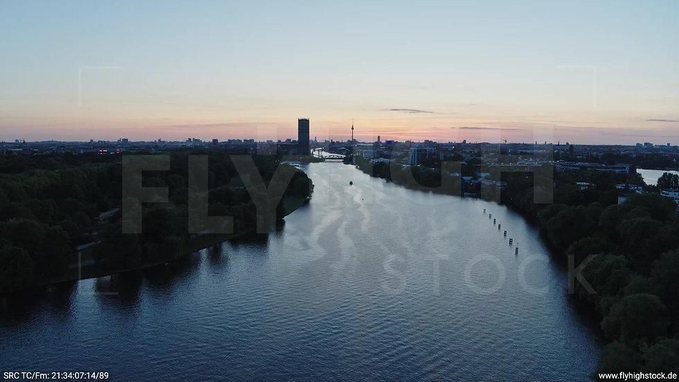 Berlin Treptower Park Skyline Zuflug abends 5