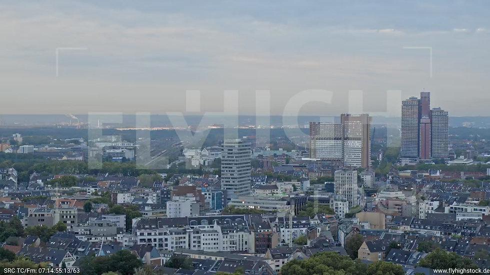 Köln Neumarkt Parallelflug nach unten C045_C022