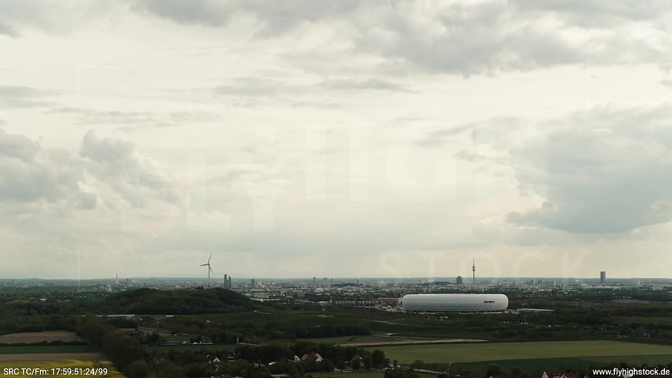 München Allianz Arena Skyline Zuflug tagsüber 2
