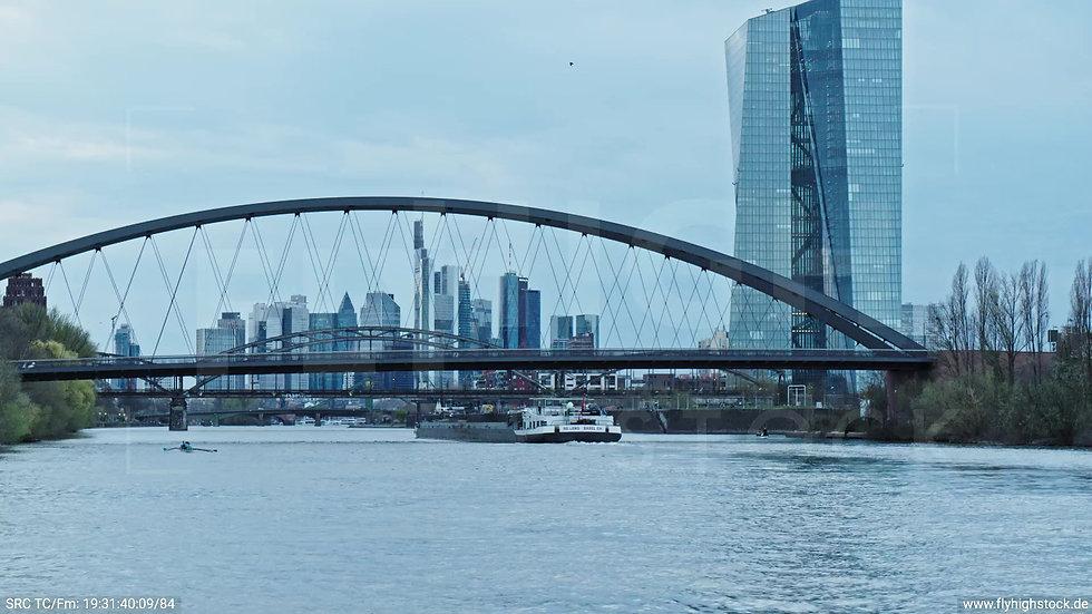 Frankfurt Osthafenbrücke Hub Skyline tagsüber 11