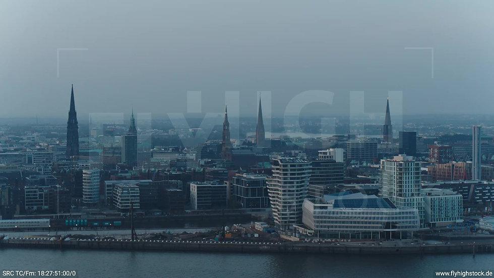 Hamburg Südwesthafen Zuflug Skyline abends 3