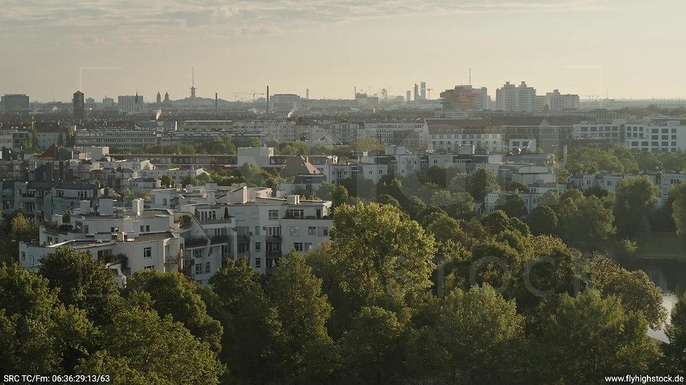 München Westpark Stadtteil-Shot Rückflug nach oben morgens