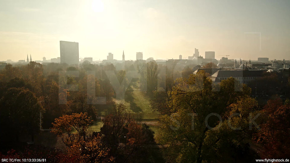 Düsseldorf Hofgarten Skyline tiefer Zuflug tagsüber F003_C009