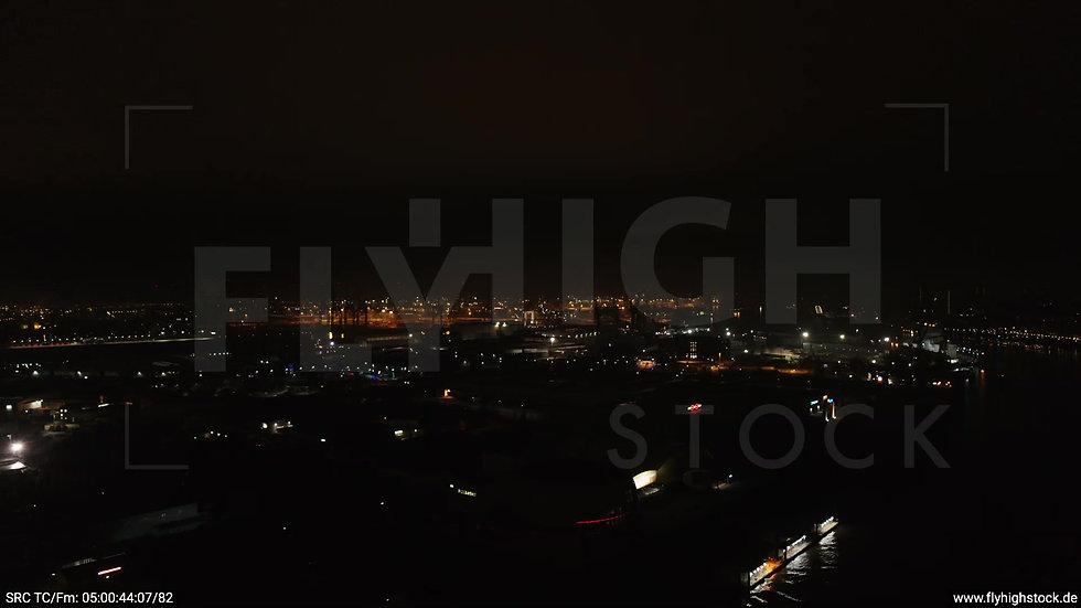 Hamburg Hafen Parallelflug Elbe nachts