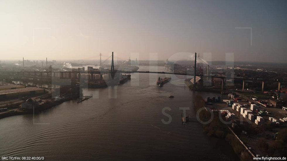 Hamburg Hafen Zuflug Köhlbrandbrücke morgens