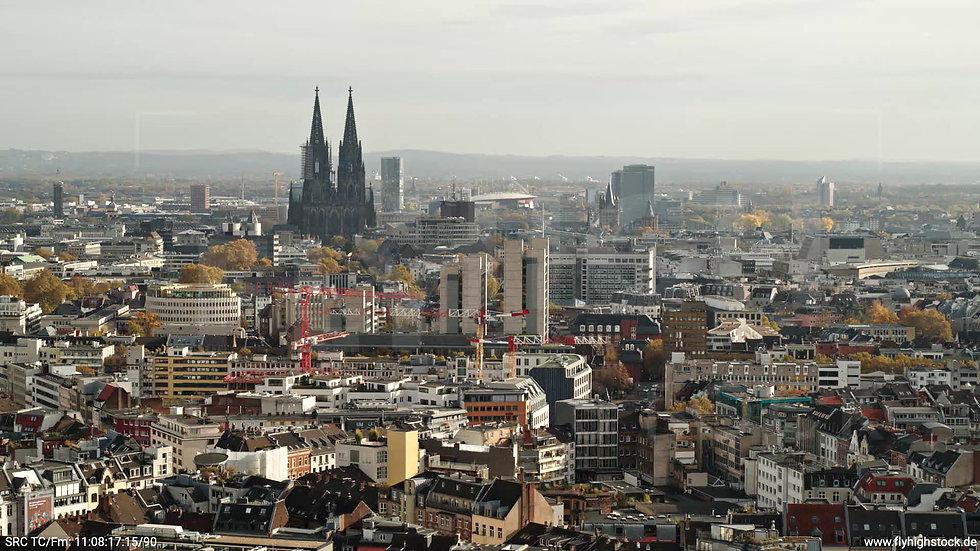 Köln Innerer Grüngürtel Kölner Dom tiefer Parallelflug tagsüber C028_C009