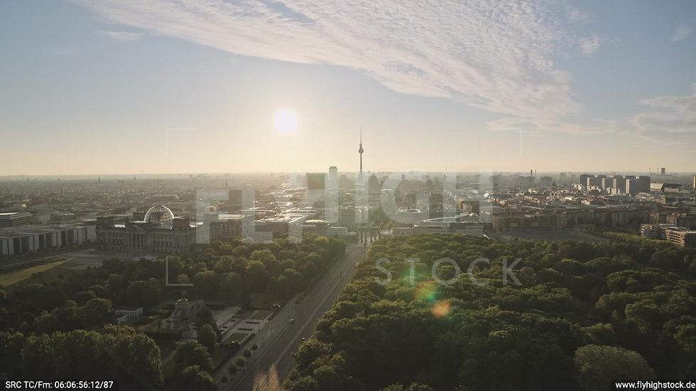 Berlin Tiergarten Brandenburger Tor Zuflug morgens D030_C004