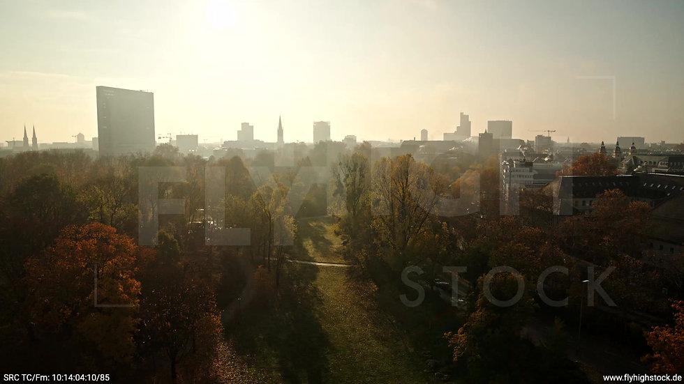 Düsseldorf Hofgarten Skyline Rückflug nach oben tagsüber F003_C010
