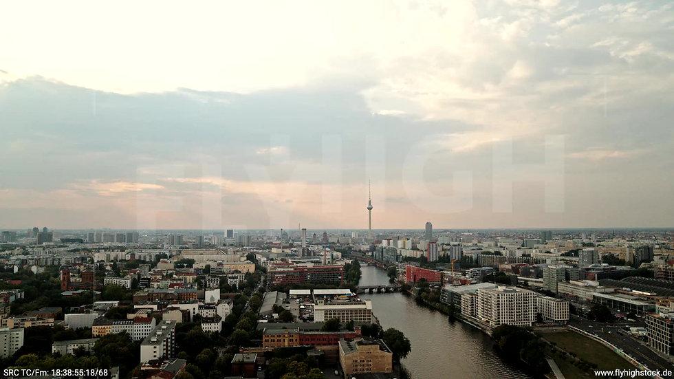 Berlin Zapf Skyline Zuflug tagsüber D002_C021