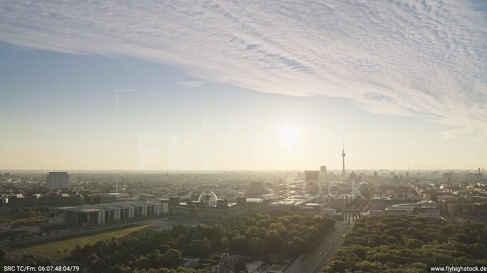 Berlin Tiergarten Brandenburger Tor Zuflug morgens D030_C005