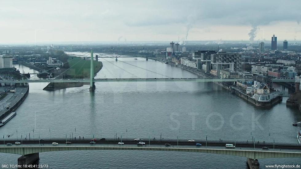 Köln Kennedy-Ufer Severinsbrücke Zuflug tagsüber
