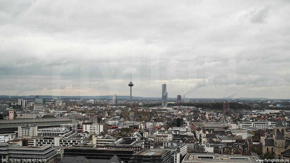 Köln Westufer Skyline Parallelflug tagsüber 7