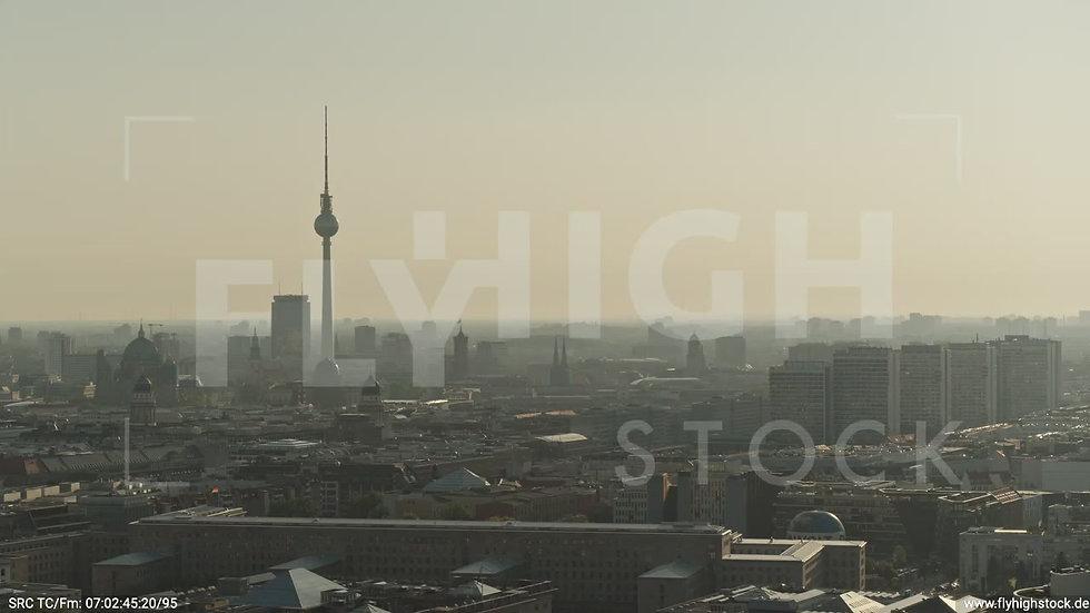 Berlin Potsdamer Platz Ost Skyline Parallelflug morgens D035_C010