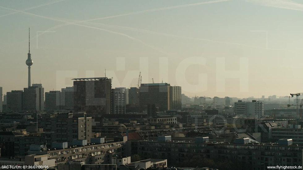 Berlin Hallesches Ufer Ost Skyline Zuflug nach oben morgens