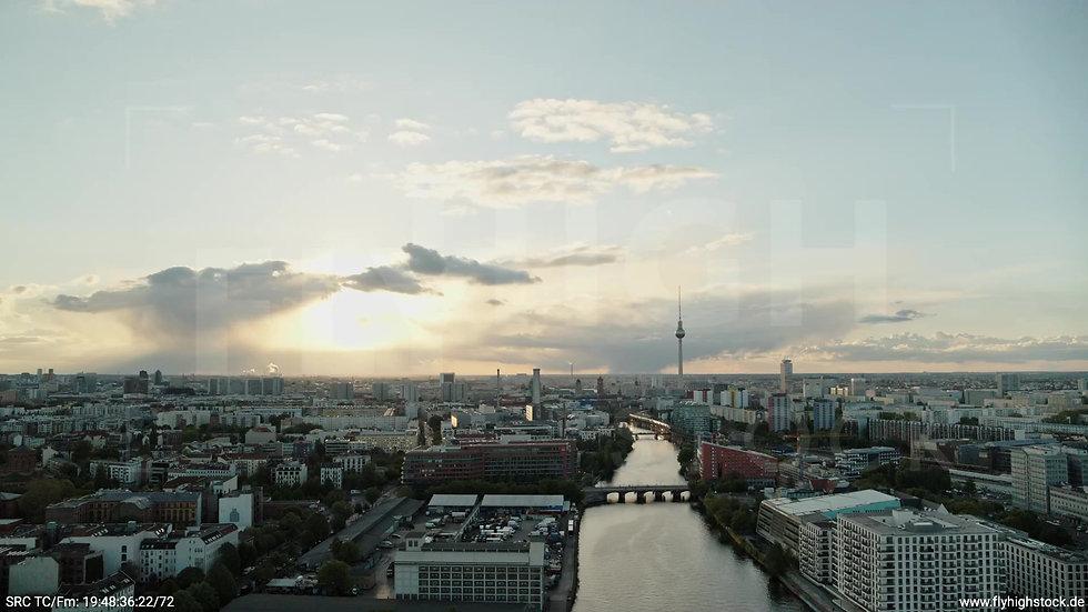 Berlin East Side Gallery Skyline Rückflug abends 2