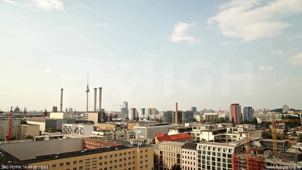 Berlin Köpenicker Str. Skyline tiefer Rückflug tagsüber D001_C025