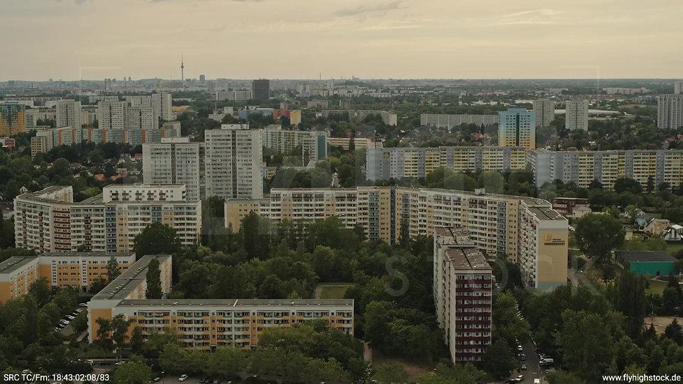 Berlin Marzahn Skyline Zuflug nach unten tagsüber 4