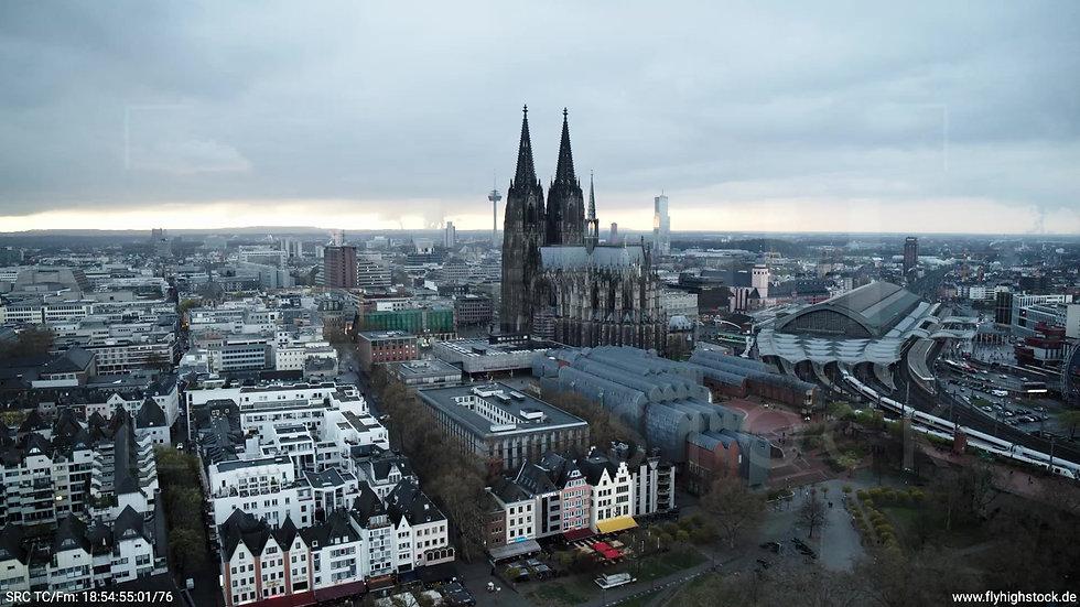 Köln Kennedy-Ufer Skyline Rückflug nach unten tagsüber