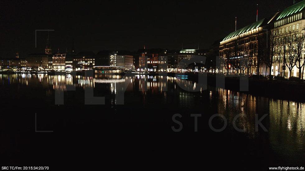Hamburg Innenalster tiefer Parallelflug Jungfernstieg nachts