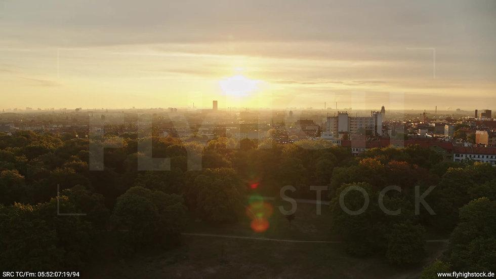 Berlin Hasenheide Allianz Skyline Parallelflug morgens