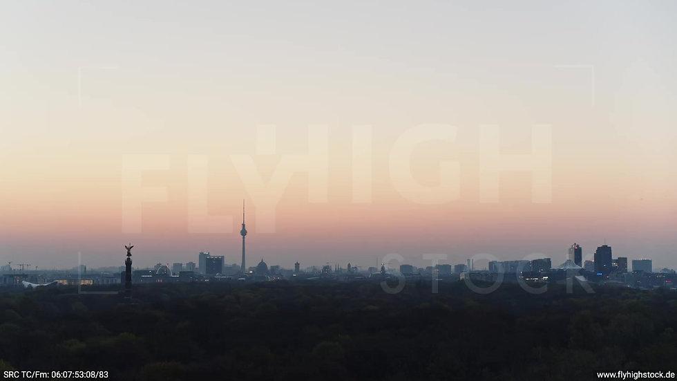 Berlin Tiergarten Skyline Parallelflug morgens 2