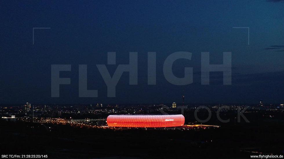 München Allianz Arena Skyline Rückflug abends 4