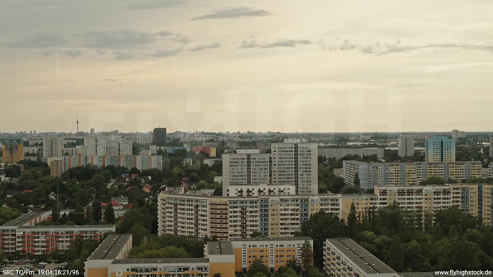 Berlin Marzahn Skyline Parallelflug tagsüber 15