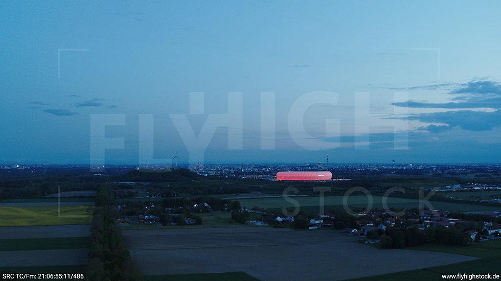 München Allianz Arena Skyline seitlicher Hub abends 2