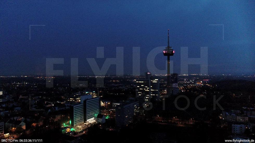 Köln Innerer Grüngürtel Colonius Fernsehturm Zuflug morgens