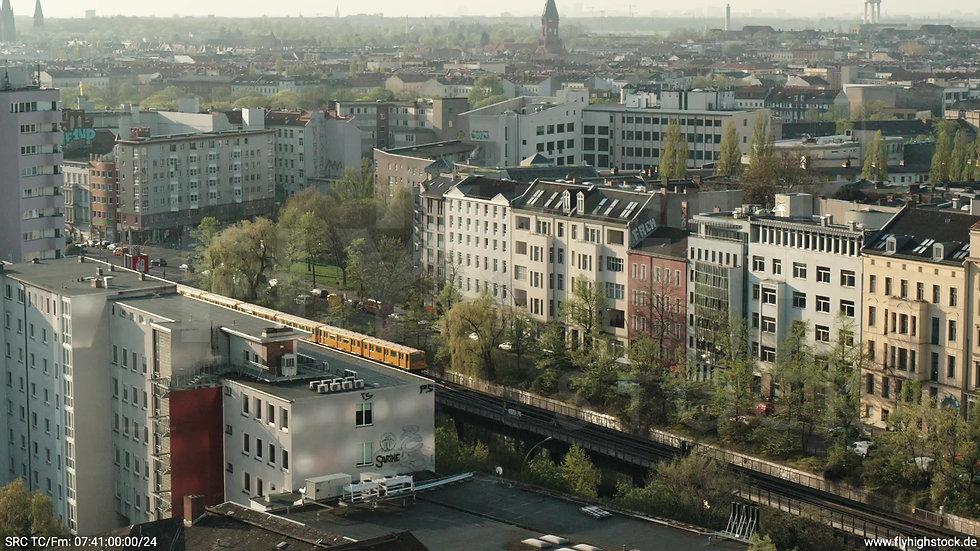 Berlin Hallesches Ufer Tempelhof Skyline Zuflug morgens