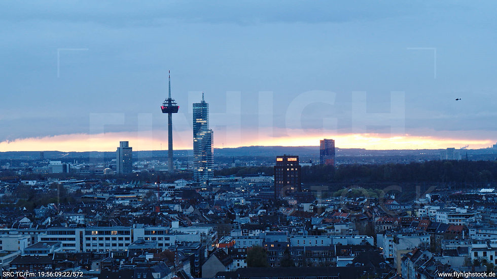 Köln Westufer Skyline Hub abends