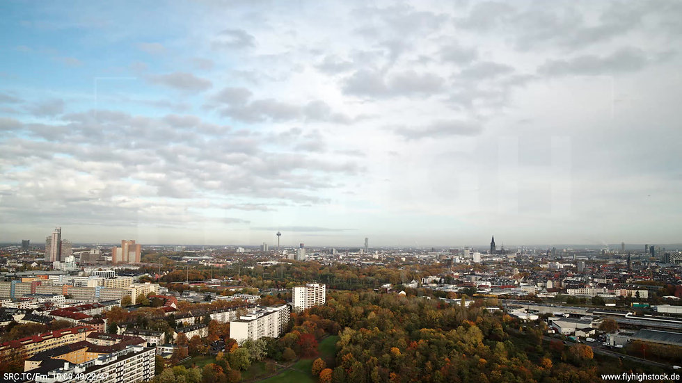 Köln Vorgebirgspark Skyline Zuflug nach unten tagsüber C027_C018