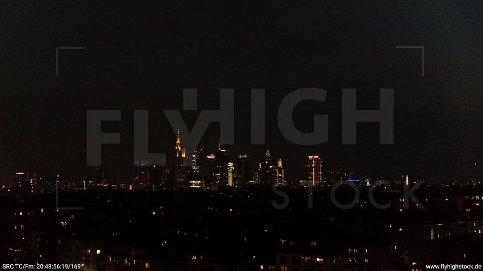 Frankfurt Ostpark tiefer Rückflug Skyline nachts