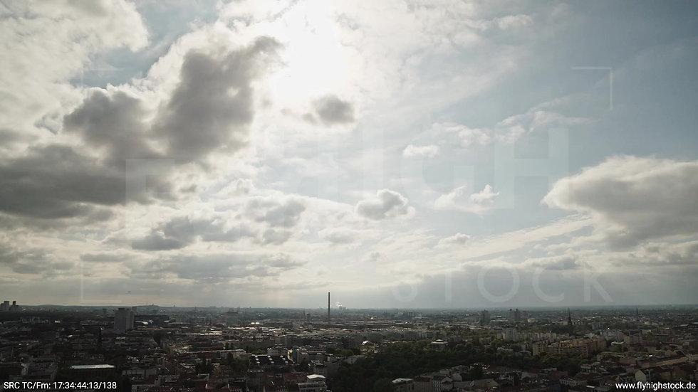 Berlin Volkspark am Weinberg Skyline Zuflug tagsüber