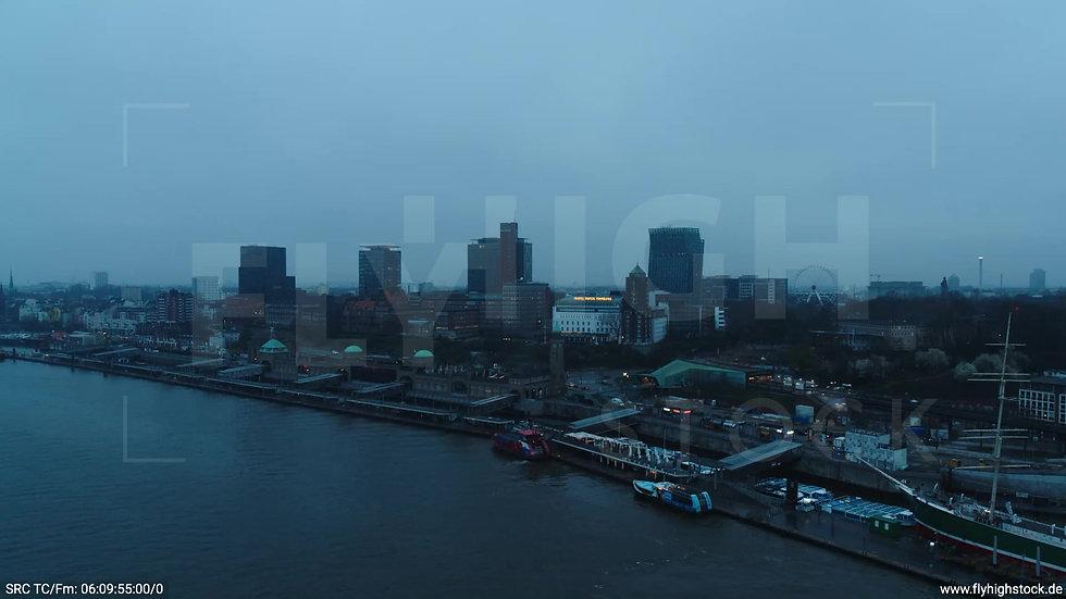 Hamburg Hafen Zuflug Landungsbrücken morgens bewölkt Winter