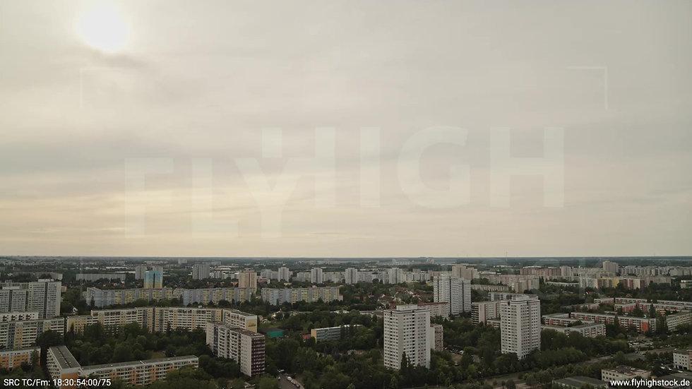 Berlin Marzahn Skyline Parallelflug tagsüber 5