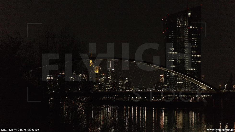 Frankfurt Osthafenbrücke Hub Skyline nachts