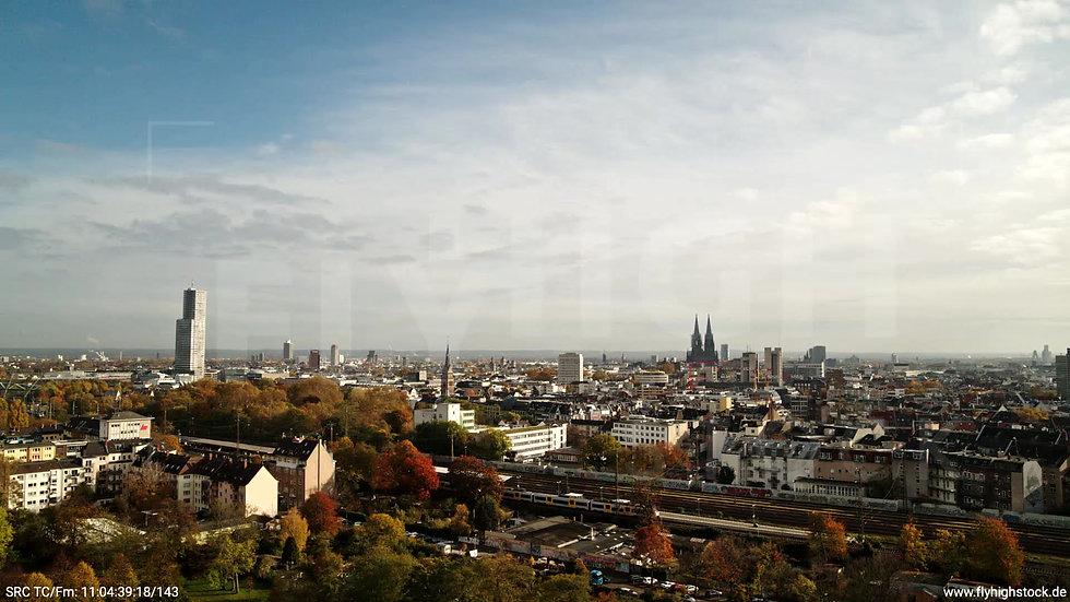 KölnInnerer Grüngürtel Skyline tiefer Parallelflug tagsüber C028_C008