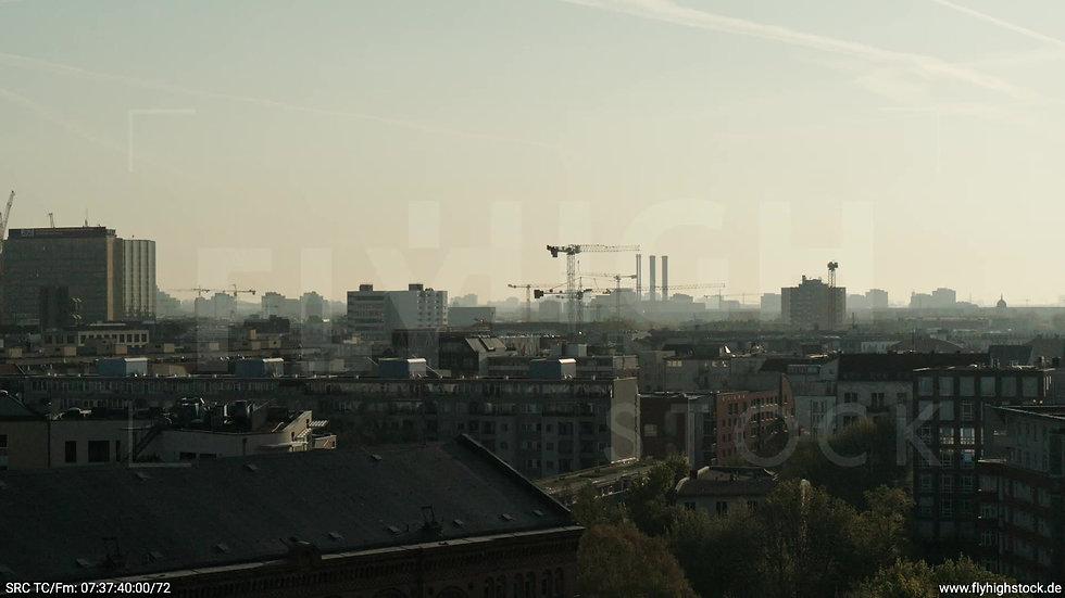 Berlin Hallesches Ufer Ost Skyline tiefer Zuflug morgens